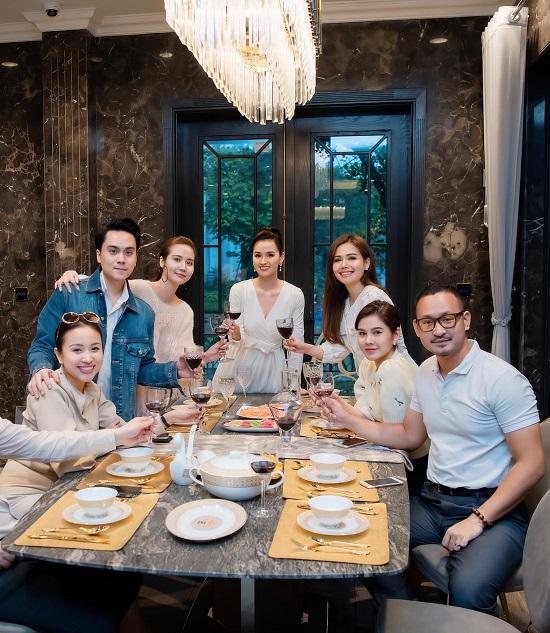 """Lã Thanh Huyền đón sinh nhật ở biệt thự """"sang chảnh"""" với dàn nghệ sĩ nổi tiếng  - Ảnh 3"""