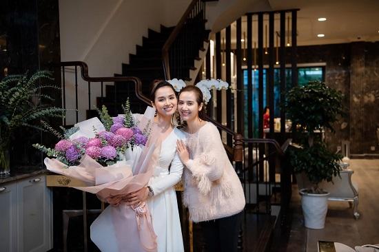 """Lã Thanh Huyền đón sinh nhật ở biệt thự """"sang chảnh"""" với dàn nghệ sĩ nổi tiếng  - Ảnh 4"""