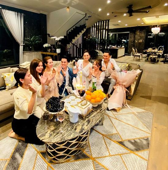 """Lã Thanh Huyền đón sinh nhật ở biệt thự """"sang chảnh"""" với dàn nghệ sĩ nổi tiếng  - Ảnh 5"""