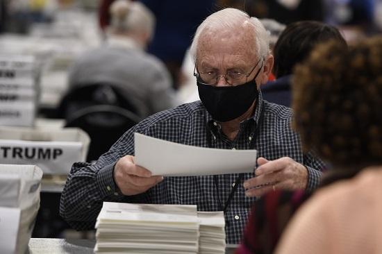 """CNN: Bang Georgia phát hiện khoảng 2.755 phiếu bầu """"không được đếm"""" trong quá trình kiểm tra  - Ảnh 1"""