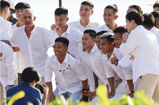 """Ngắm nhan sắc """"cực phẩm"""" của dàn cầu thủ Việt Nam tại đám cưới Công Phượng  - Ảnh 4"""