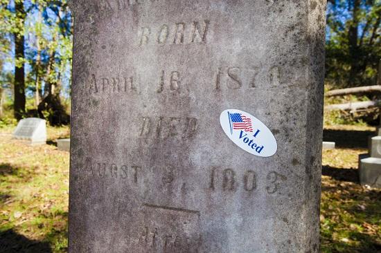 Bầu cử Mỹ 2020: Hai người đàn ông bị bắt vì đăng ký 8.000 phiếu cử tri giả - Ảnh 2