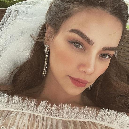 Hồ Ngọc Hà đăng ảnh mặc váy cô dâu, rộ nghi vấn chụp ảnh cưới với Kim Lý  - Ảnh 1
