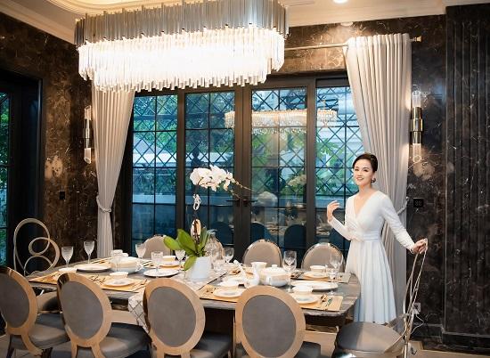 """Cận cảnh biệt thự rộng 450 m2, """"sang chảnh"""" như khách sạn 5 sao của Lã Thanh Huyền  - Ảnh 1"""