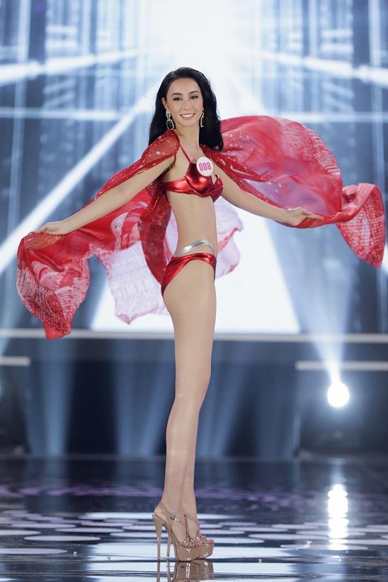 Cận cảnh phần thi bikini khoe trọn đường cong của Top 22 Hoa hậu Việt Nam 2020 - Ảnh 2