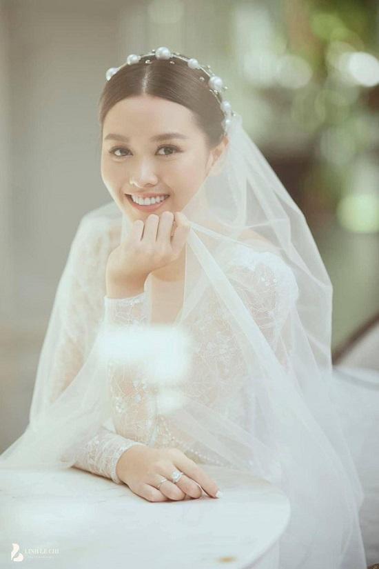 """Hé lộ ảnh cưới đẹp """"lịm tim"""" của Á hậu Tường San, diện mạo chú rể vẫn được giấu kín  - Ảnh 2"""