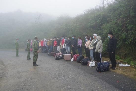 Bắt giữ, cách ly 35 người nhập cảnh trái phép vào Việt Nam - Ảnh 1