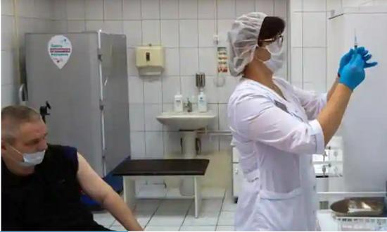 Nga đồng ý sản xuất vắc xin COVID-19 Sputnik V ở Ấn Độ - Ảnh 1
