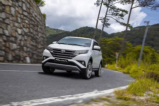 Bảng giá xe Toyota mới nhất tháng 11/2020: Toyota Hiace tăng giá cao nhất lên đến 177 triệu đồng  - Ảnh 2