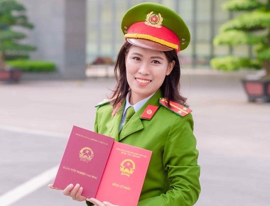 Nữ thủ khoa Học viện Cảnh sát nhân dân được phong hàm vượt cấp  - Ảnh 1