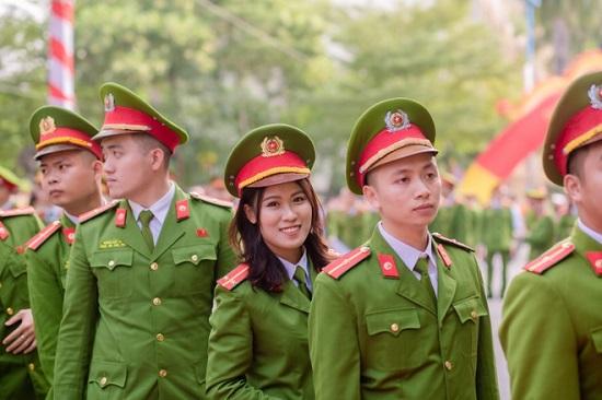 Nữ thủ khoa Học viện Cảnh sát nhân dân được phong hàm vượt cấp  - Ảnh 3