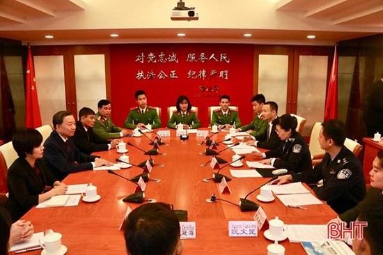 Nữ thủ khoa Học viện Cảnh sát nhân dân được phong hàm vượt cấp  - Ảnh 4