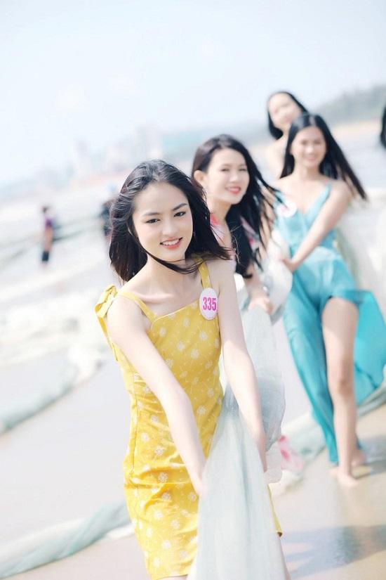 """Bộ ảnh kéo lưới bị chê """"giả trân"""" của dàn thí sinh Hoa hậu Việt Nam 2020  - Ảnh 3"""