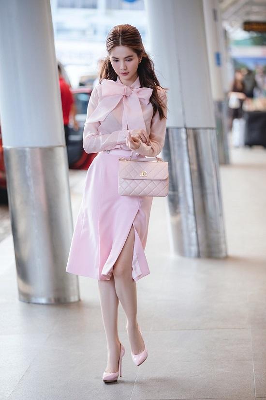 """Ngọc Trinh hóa """"tiểu thư ngọt ngào"""" khi diện cả """"cây hồng"""" ra sân bay  - Ảnh 4"""