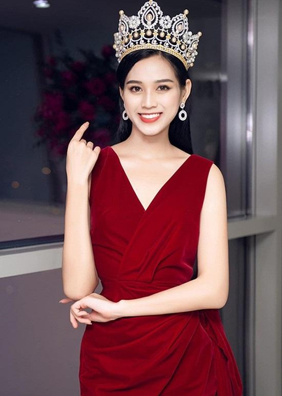 """Hoa hậu Đỗ Thị Hà tung clip """"lột xác"""" lộng lẫy như gái Tây cùng khí chất sắc sảo  - Ảnh 2"""