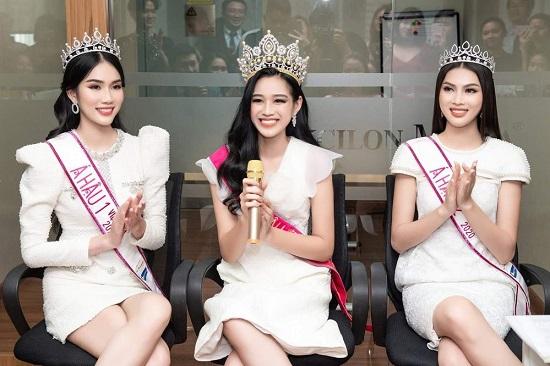 """Hoa hậu Đỗ Thị Hà tung clip """"lột xác"""" lộng lẫy như gái Tây cùng khí chất sắc sảo  - Ảnh 3"""