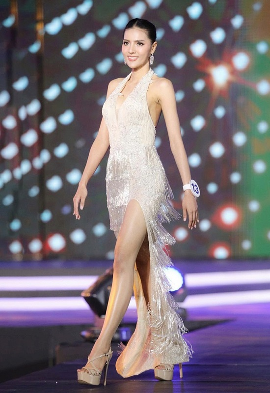 """Ngắm vẻ đẹp gợi cảm """"mê hồn"""" của người đẹp 27 tuổi đăng quang Hoa hậu Thái Lan 2020  - Ảnh 3"""