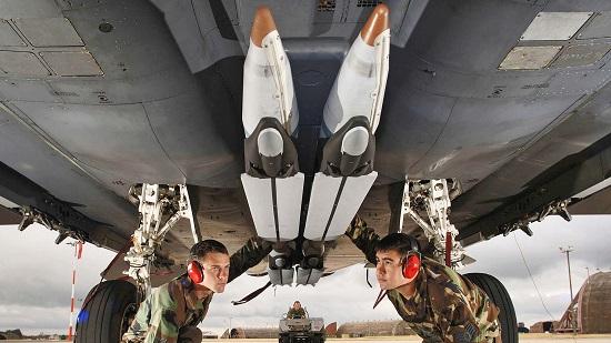 """Quân đội Mỹ tiết lộ chi phí cao """"ngất ngưởng"""" của tên lửa phóng từ không trung  - Ảnh 2"""