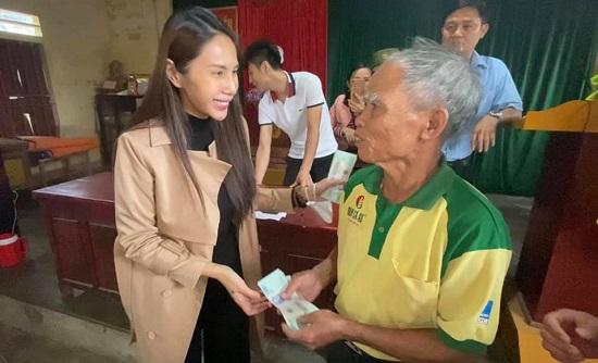 Thủy Tiên bỏ tiền túi hơn 1 tỷ đồng, âm thầm ra Hà Tĩnh cứu trợ bà con vùng lũ - Ảnh 2