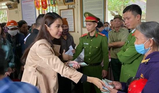 Thủy Tiên bỏ tiền túi hơn 1 tỷ đồng, âm thầm ra Hà Tĩnh cứu trợ bà con vùng lũ - Ảnh 4