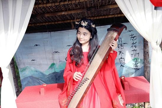"""Con gái MC Quyền Linh xinh đẹp như """"tiểu tiên nữ"""" khi diện đồ cổ trang - Ảnh 5"""