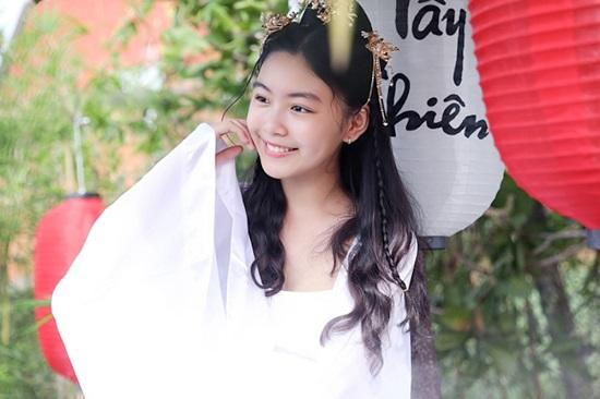 """Con gái MC Quyền Linh xinh đẹp như """"tiểu tiên nữ"""" khi diện đồ cổ trang - Ảnh 6"""