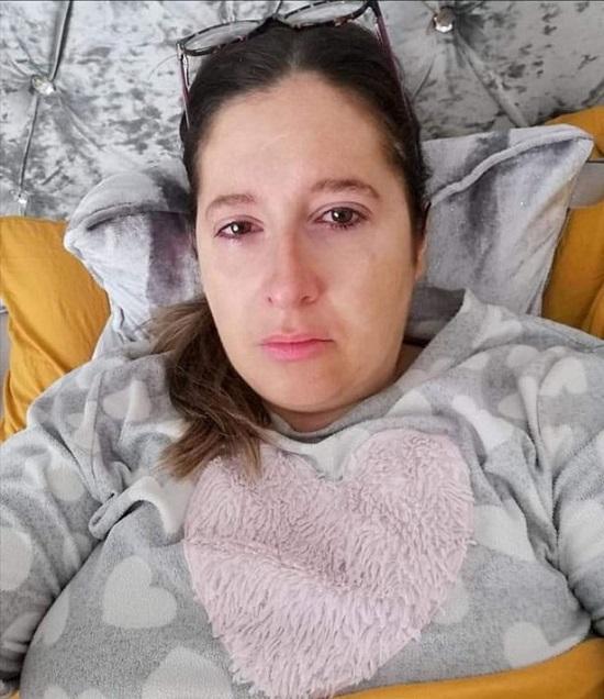 """Sau phẫu thuật """"đại tu"""" vòng một, bà mẹ 36 tuổi chịu biến chứng """"kinh hoàng"""" trong suốt 10 năm - Ảnh 2"""
