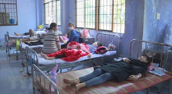 Trà Vinh: 60 công nhân đồng loạt nhập viện sau bữa trưa - Ảnh 1