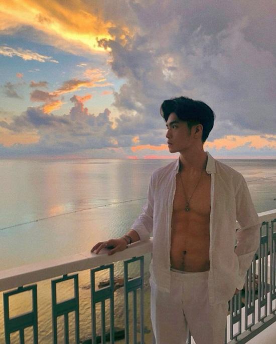 """Ngắm thân hình """"xịn sò"""" cùng cơ bắp cuồn cuộn của """"bạn trai tin đồn"""" Ngô Thanh Vân  - Ảnh 4"""
