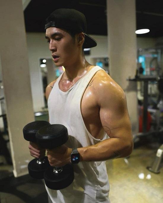 """Ngắm thân hình """"xịn sò"""" cùng cơ bắp cuồn cuộn của """"bạn trai tin đồn"""" Ngô Thanh Vân  - Ảnh 5"""