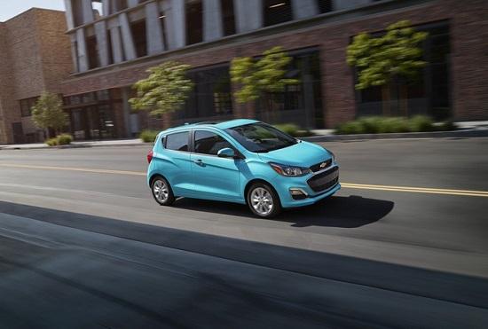 """Chevrolet Spark 2021 ra mắt giá chỉ hơn 300 triệu đồng, đối thủ """"nặng ký"""" của Hyundai Grand i10 - Ảnh 1"""