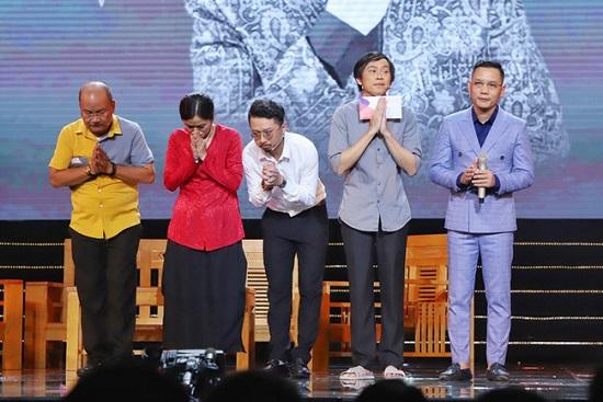 Hoài Linh nghẹn ngào gửi lời cảm ơn khán giả về sự thiếu vắng của cố nghệ sĩ Chí Tài  - Ảnh 2