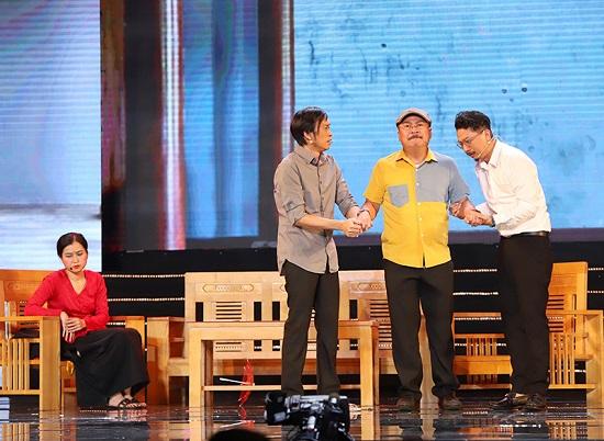 Hoài Linh nghẹn ngào gửi lời cảm ơn khán giả về sự thiếu vắng của cố nghệ sĩ Chí Tài  - Ảnh 1