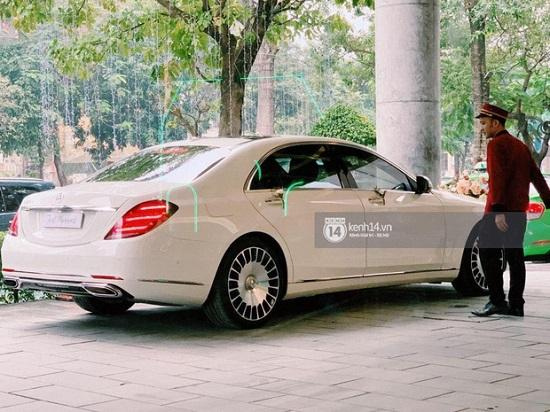 """Bóc giá """"xế xịn"""" Mercedes-Maybach S450 trong đám cưới Công Phượng: Đèn nội thất 64 màu, cửa sổ trời đổi màu - Ảnh 2"""