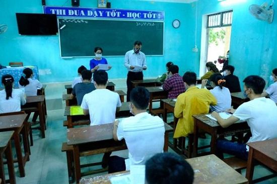 Tỉnh Quảng Ngãi thay đổi quyết định thu hồi 3,5 tỷ đồng khen thưởng học sinh - Ảnh 1