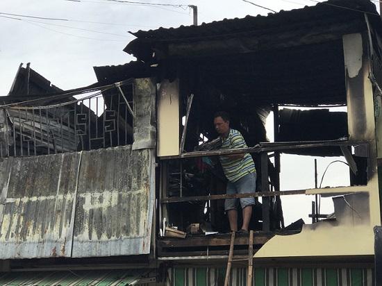 TP. HCM: Hỏa hoạn khiến 4 căn nhà ven kênh bị thiêu rụi  - Ảnh 2