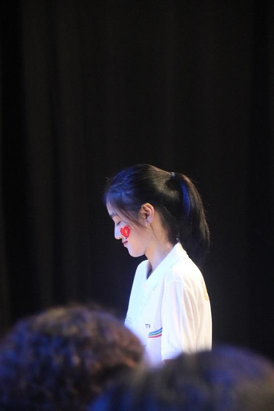 """Nữ sinh Thái Nguyên được """"săn lùng"""" vì loạt biểu cảm dễ thương khi dự thi Olympia  - Ảnh 2"""