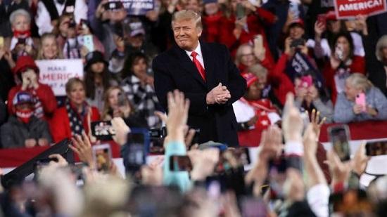 Tổng thống Trump lần đầu xuất hiện tại sự kiện vận động sau khi thất cử  - Ảnh 1