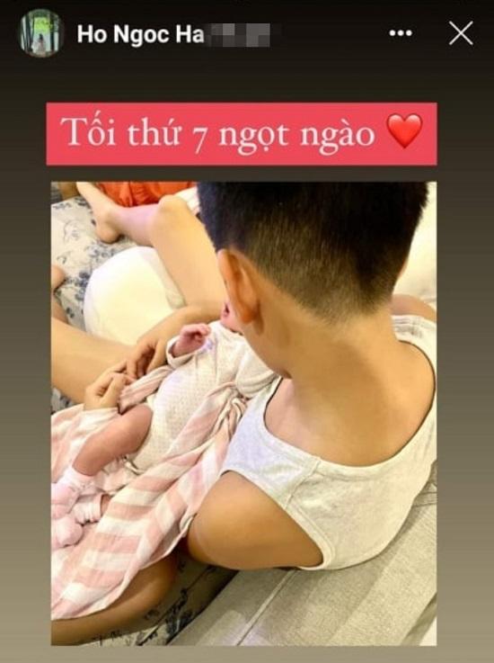 """""""Lịm tim"""" trước khoảnh khắc ngọt ngào của con trai Hồ Ngọc Hà - Ảnh 1"""