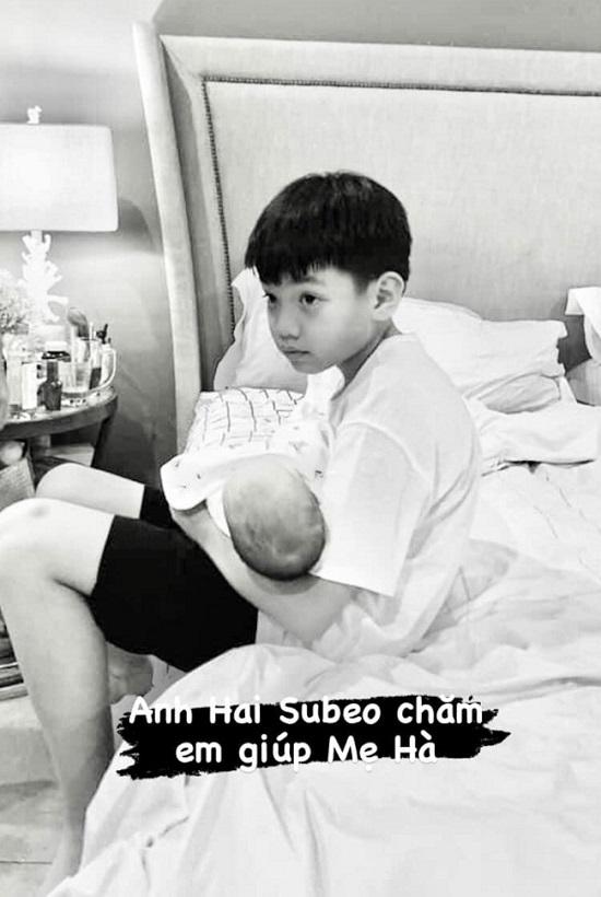 """""""Lịm tim"""" trước khoảnh khắc ngọt ngào của con trai Hồ Ngọc Hà - Ảnh 2"""