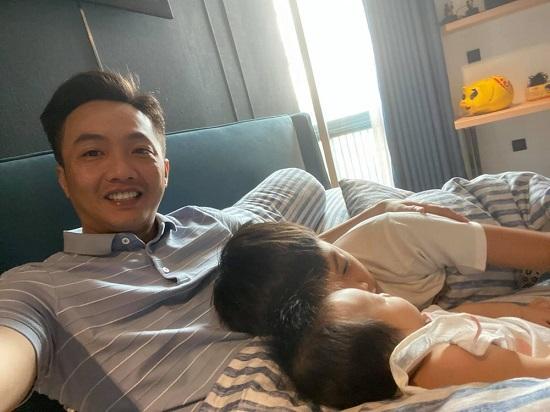 """""""Lịm tim"""" trước khoảnh khắc ngọt ngào của con trai Hồ Ngọc Hà - Ảnh 4"""