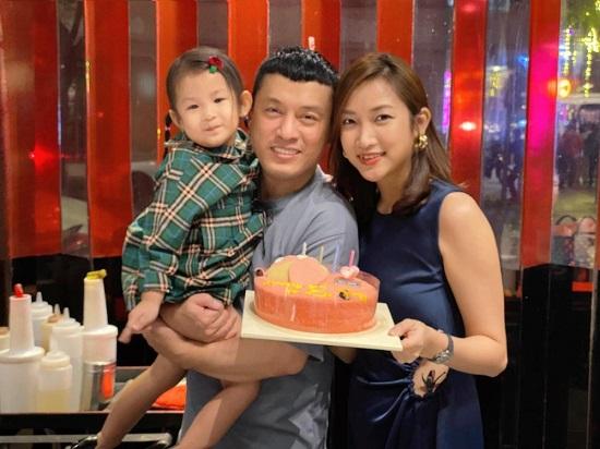 """Bà xã """"anh Hai"""" Lam Trường tự tặng quà, đi ăn một mình nhân kỷ niệm 7 năm kết hôn  - Ảnh 2"""