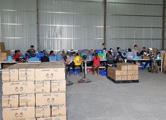 Phát hiện hơn 2 triệu găng tay y tế tái chế chuẩn bị tiêu thụ ra thị trường  - Ảnh 2