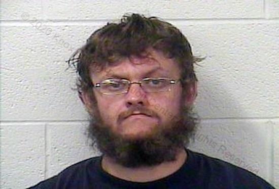 Người đàn ông nghiện ma túy bán đứa trẻ 4 tuổi giá 2.500 USD tại trạm xăng - Ảnh 1