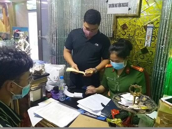 Quán massage tại Hải Phòng vẫn hoạt động bất chấp lệnh cấm để phòng dịch COVID-19 - Ảnh 1