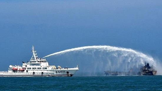 Tàu chở dầu đâm tàu hàng ở Trung Quốc: Ít nhất 8 người tử vong  - Ảnh 1