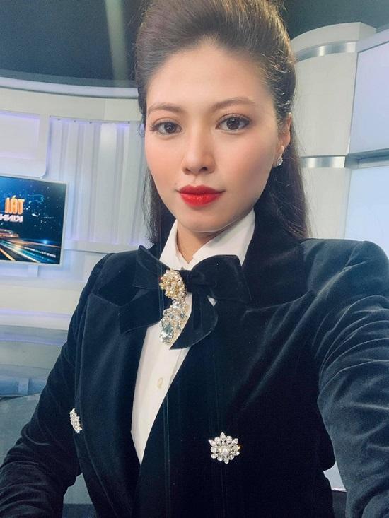 """Khám phá gia thế """"khủng"""" của BTV Ngọc Trinh, sở hữu bộ sưu tập siêu xe và đồng hồ tiền tỷ - Ảnh 2"""