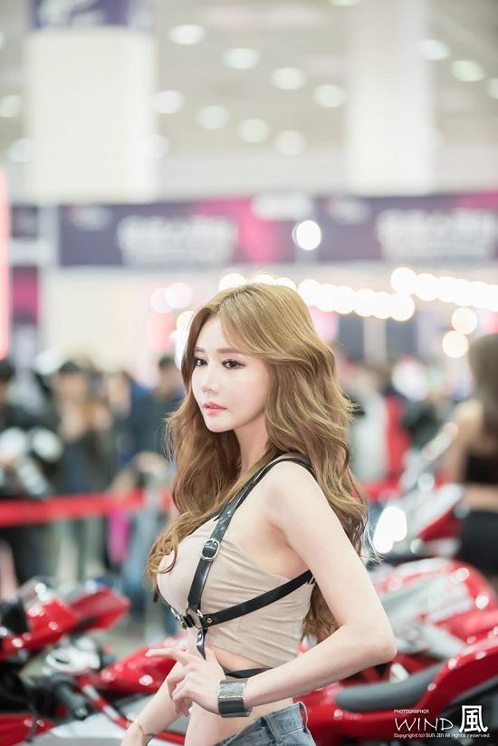 Ngất ngây trước vẻ đẹp quyến rũ của người mẫu xứ Hàn bên siêu xe  - Ảnh 4