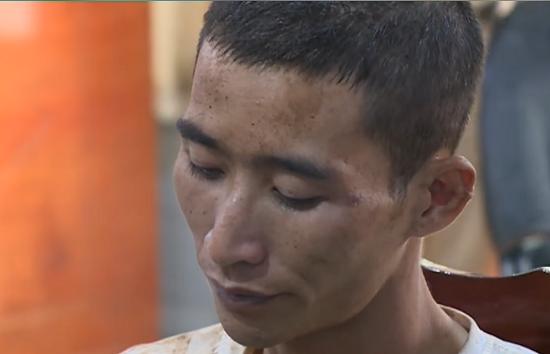 Gã nghiện sát hại người phụ nữ bị liệt nửa người từng đâm công an bị thương - Ảnh 2