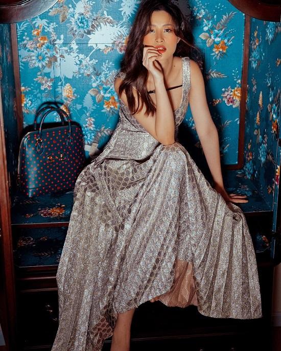 Mẹ bầu Đông Nhi tự tin diện váy Gucci trăm triệu, đụng hàng với thần tiên tỷ tỷ IU  - Ảnh 2